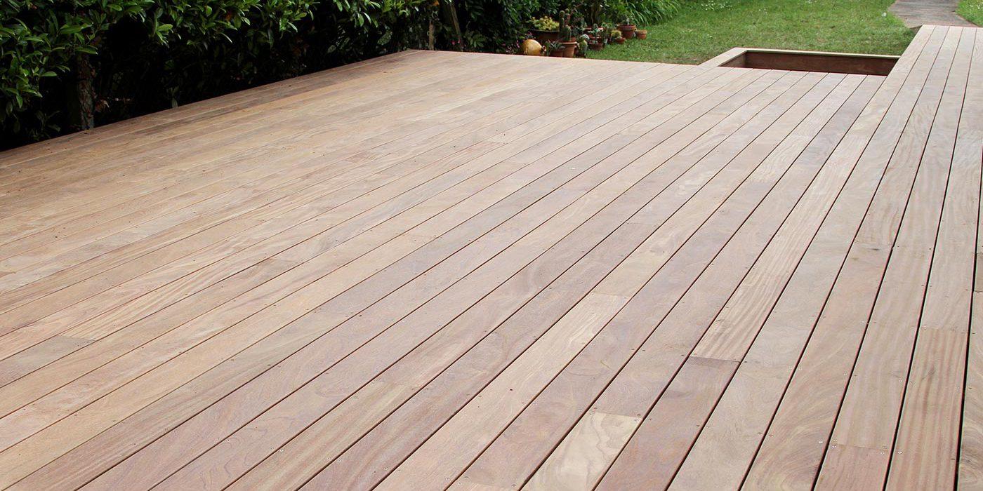 La terrasse bois : le lien naturel entre maison et jardin